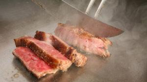 横浜の和食店でステーキが鉄板焼きで楽しめるお店。