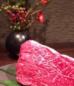 関内の鉄板焼き屋で黒毛和牛の熟成肉を