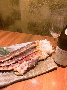 天然のタラバ蟹を鉄板焼きで楽しめる「円居 横浜関内」